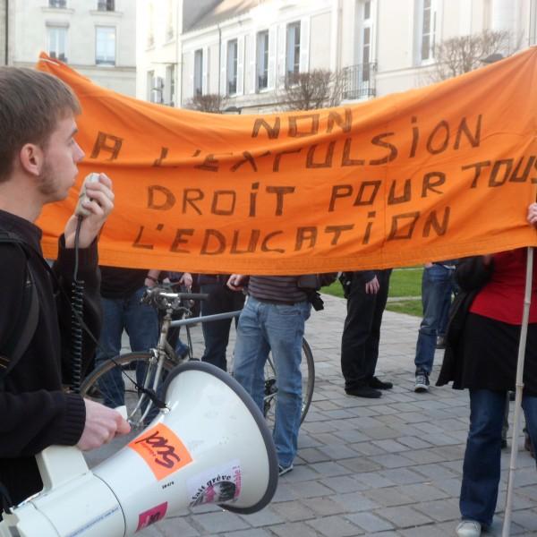 Des Angevins se mobilisent contre l'expulsion d'une famille angolaise