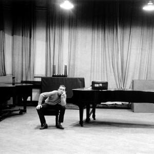 Gil Evans, pianiste, arrangeur et chef d'orchestre.